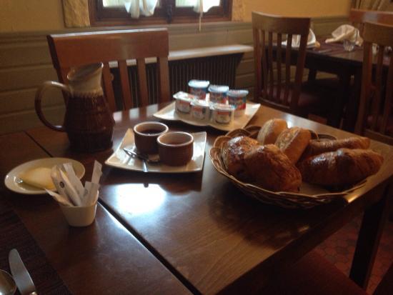 Chambres D'hotes L'Alezan: Petit déjeuner