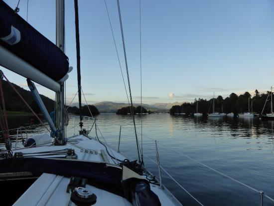 Bowness-on-Windermere, UK: Cruising on the lake