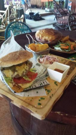 Paddys Paradise Beach Bar & Grill: Best steakburger in lanzarote