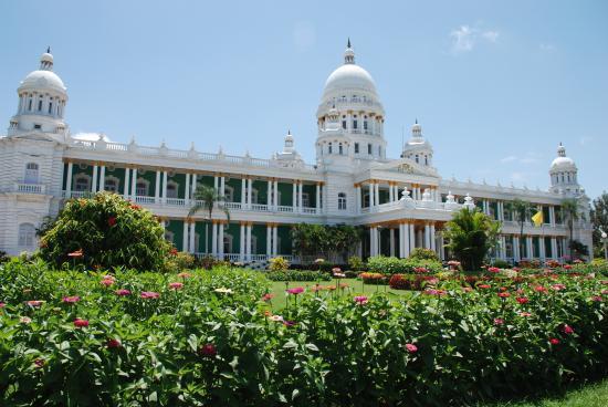 Lalitha Mahal Palace Hotel: Palace exterior