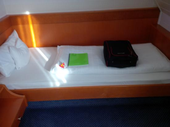 Romantikhotel Walk'sches Haus: Baby Bear Bed! Note Pillows