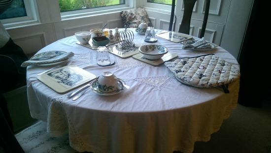 Dunns Houses Farmhouse Bed & Breakfast: Table setting @ Dunns Farmhouse B&B