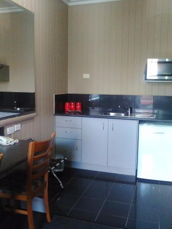BEST WESTERN Caboolture Gateway Motel: kitchen