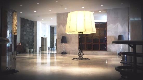 El Aurassi Hotel: Arrivée au premier par les escaliers