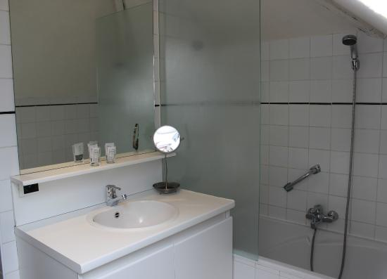 Montovani Hotel: Bathroom Large double