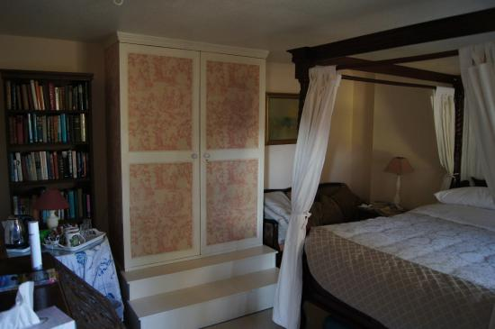 Catwell House: Bedroom