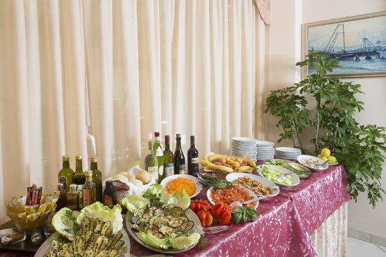 Hotel Fior di Loto: buffet salato