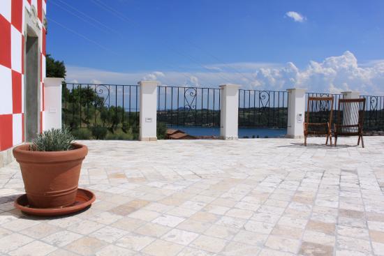 la terrazza panoramica e il Golfo di Salò - Foto di Agriturismo ...