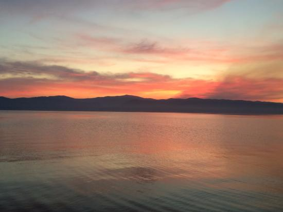 Averill's Flathead Lake Lodge: FLL sunset over the lake