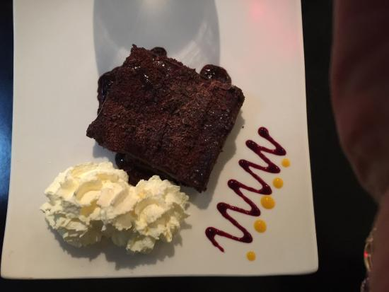 Oughterard, Irlanda: Melted brownie with fresh cream