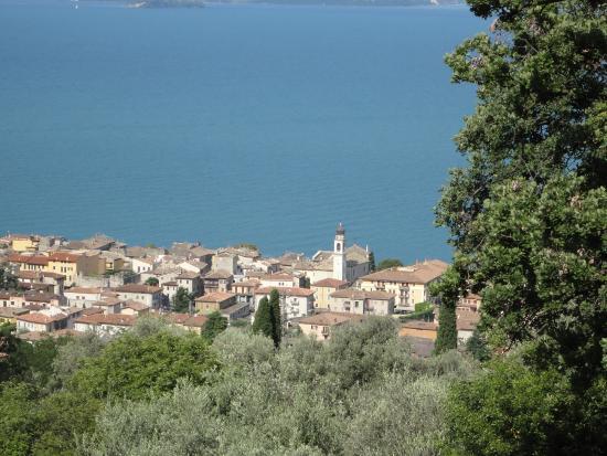 Pizzeria Ristorante Italy: Blick von Trattoria Italy auf Torri del Benaco