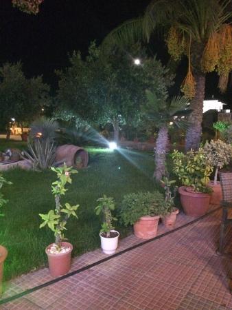 MoViDa Cafe-Bar: Abendstimmung bei einer riesigen Portion Gyros.