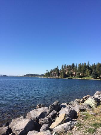 Averill's Flathead Lake Lodge: Lakefront view