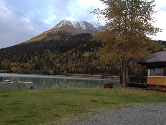 Trail Lake Lodge Restaurant: Vista em frente ao restaurante