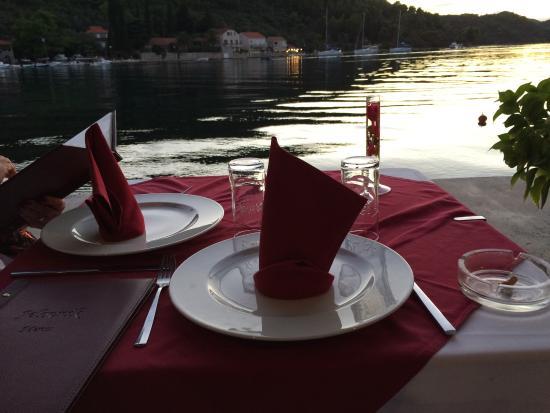 Sipanska Luka, Kroasia: Amazing food, beautiful setting