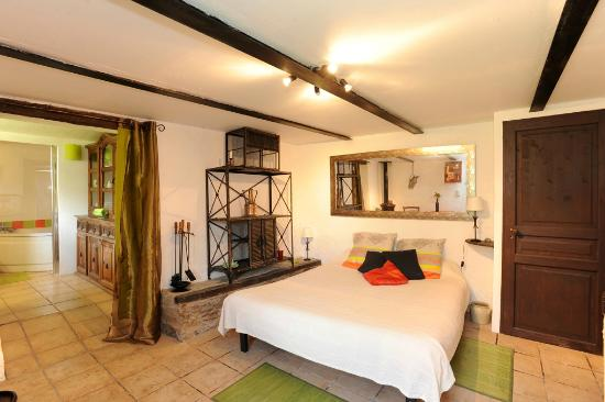 Chambre ecurie picture of chambres d 39 hotes le vieux mas for Tripadvisor chambre hote