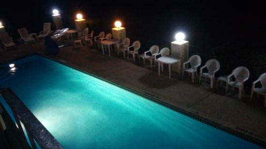 Pointes North Beachfront Resort Hotel: Pool Area