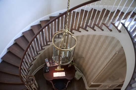 Chestertown, MD: Grand staircase