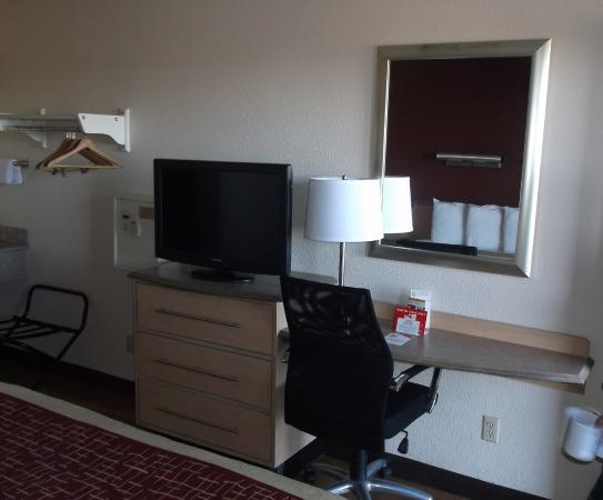 Red Roof Inn Cleveland - Independence: Room 102
