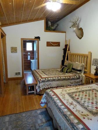 Huckleberry Lodge Cabins: Inside cabin #1