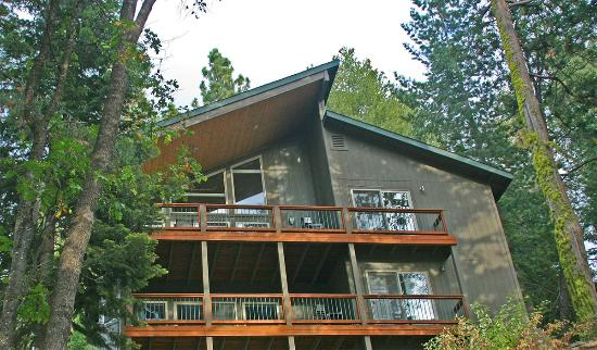 Yosemite Peregrine Lodging: The Falcon's Nest Lodge, 2 three bedroom apartments.