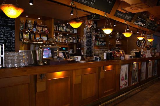 Hemingway's Bar&Cafe