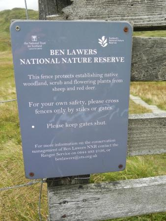 Lawers, UK: Sign on gate
