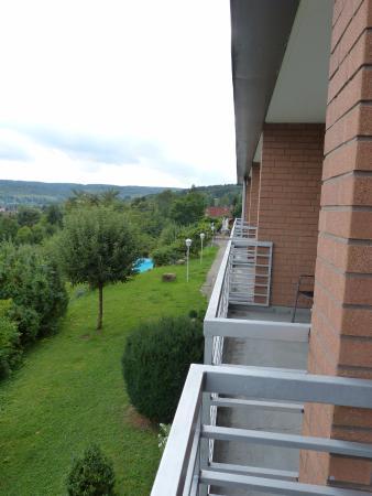 Hannoversch Münden, Alemania: Balkonausblick auf den Pool