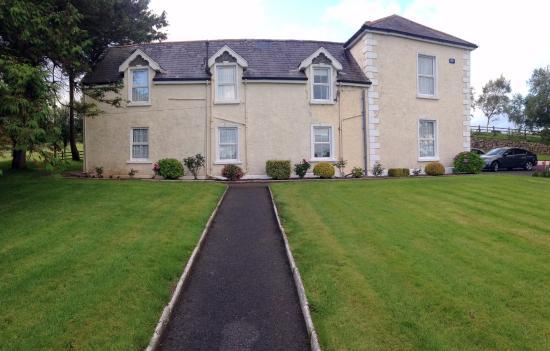 Crossmolina, Ireland: Kilmurray House from the front