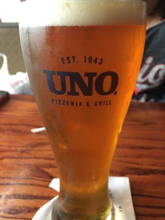 Uno Pizzeria & Grill: Had the dogfish head beer and it was great
