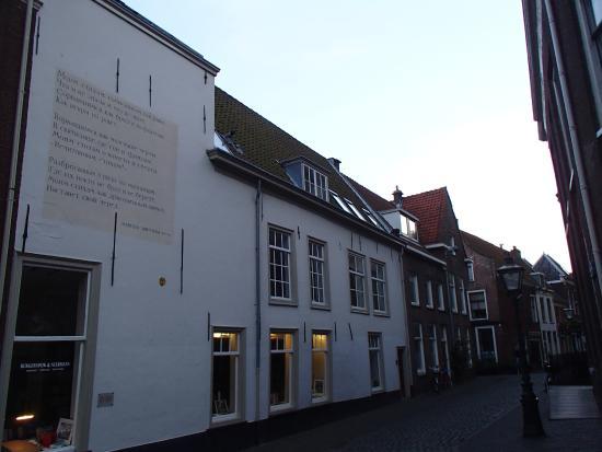 De Muurgedichten van Leiden: Дом со стихами М.Цветаевой