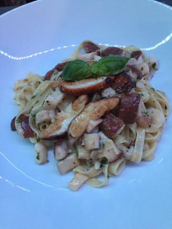Terra Vino: Frische Funghi Porcini aus der Eifel. Einmal mit tagliatelle und dann mit tagliata.  Dazu ein ko