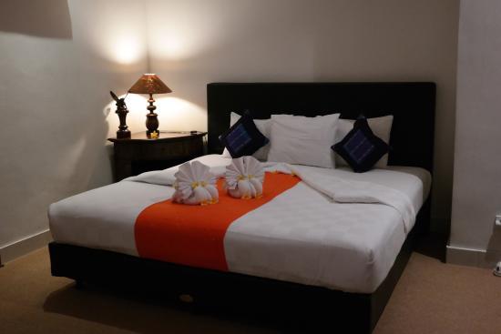 Bayu Guest House: Großes Bett, immer schön hergerichtet