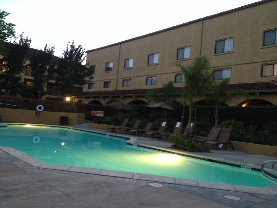 Doubletree By Hilton Hotel Sonoma Wine Country Pool