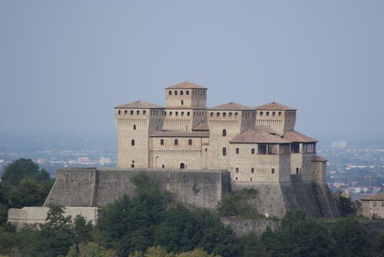 photo3.jpg - Picture of Castello di Torrechiara ...