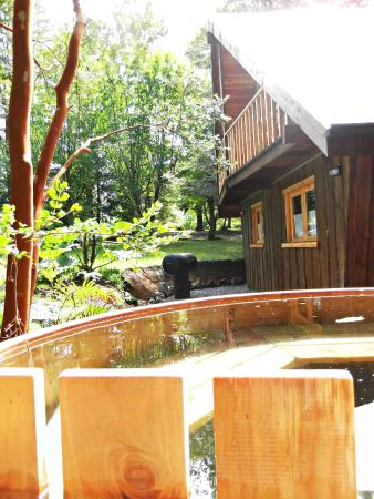 Hotel Salto del Carileufu : Hotel y Cabañas Salto del Carileufu Cabaña superior rio con tina caliente