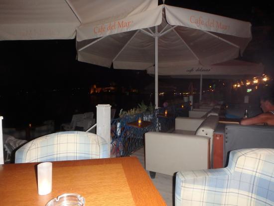 Cafe Delmar: deck seating