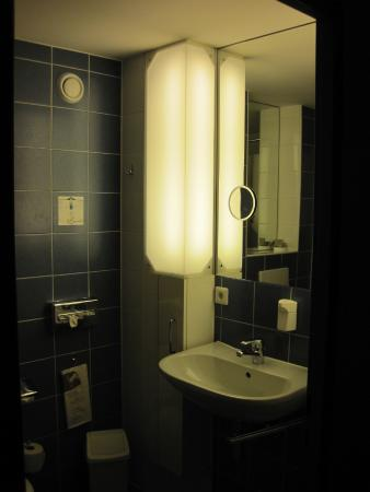 Hotel Krone: bathroom