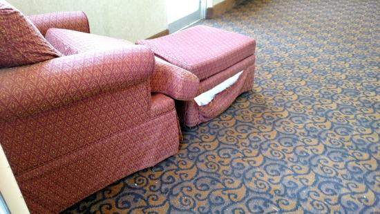 Quality Inn: Furniture in the common area