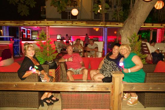 Manas Park Calis: Hotel front bar area at night