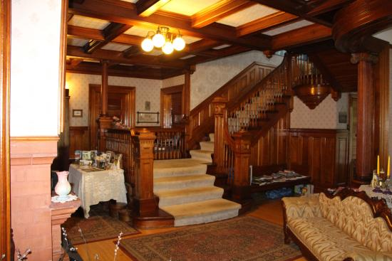 Warrensburg, estado de Nueva York: Foyer & Stairs