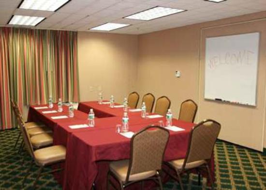 Hampton Inn Burlington/Mt. Holly: Meeting Space