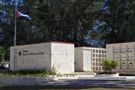 Tomas Acea Cemetery: Cementerio La Reina