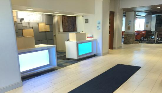 Holiday Inn Express Woodland : Lobby