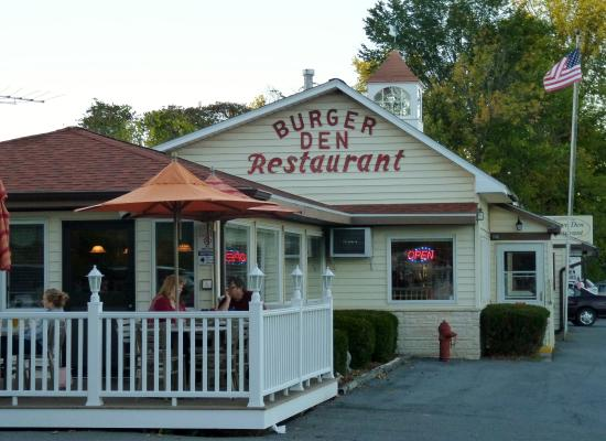 Cambridge, NY: Burger Den - Yum!