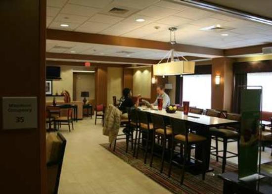 Blackwood, NJ: Lobby Dining Area