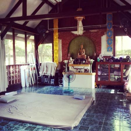 Baan Hom Samunphrai: massage room