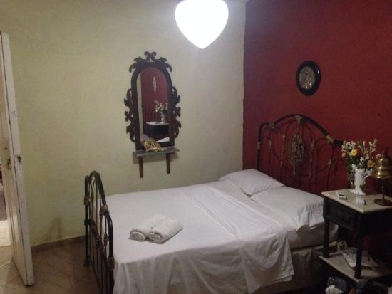 Hostal Los Angeles: Copper-Bed, really Classic