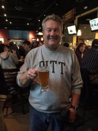 Bull & Bones Brewhaus & Grill: Cheers