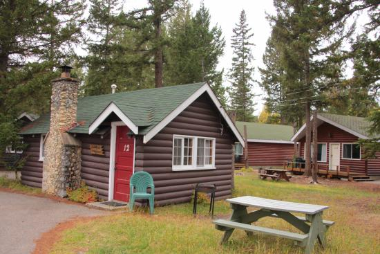 Pine Bungalows: river front cabins